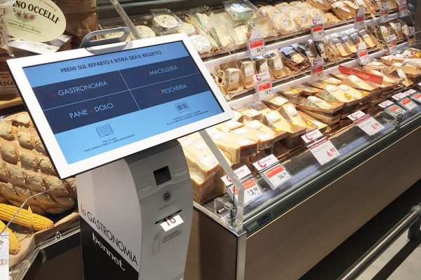 Nicolis Project | in-store digital communication kiosk-600x400 Le etichette elettroniche interattive all'ipermercato Bennet nel centro commerciale Mondojuve