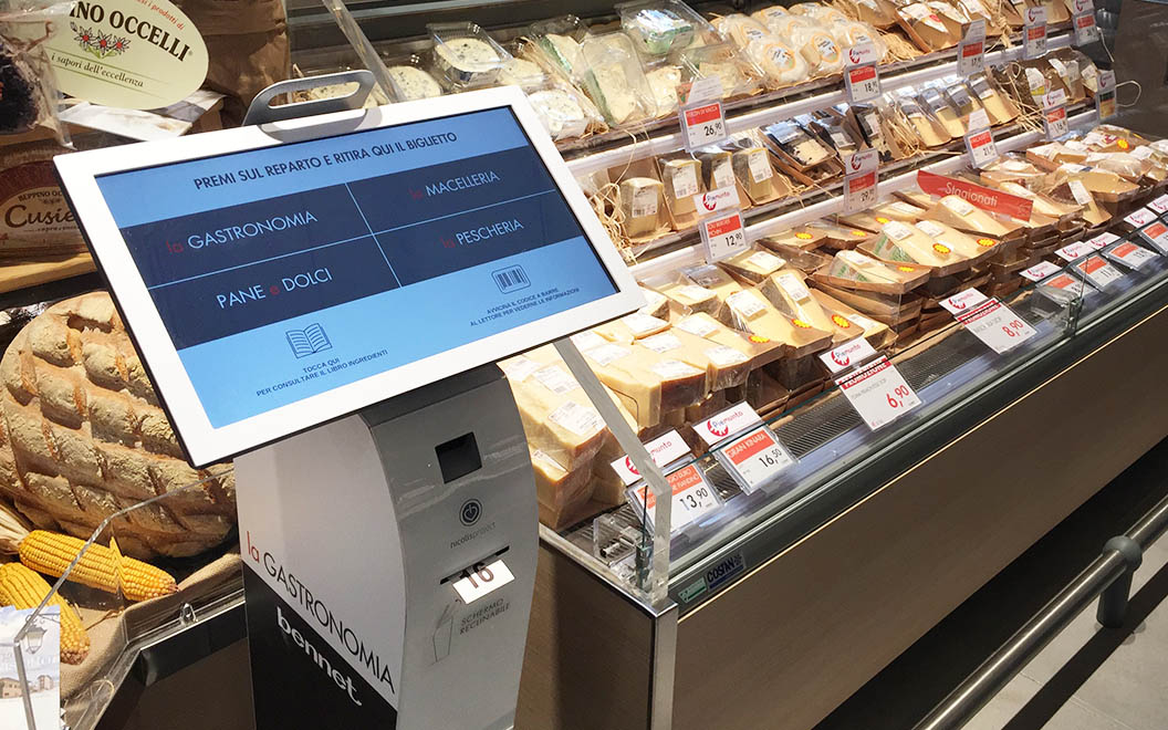 Nicolis Project | in-store digital communication kiosk Le etichette elettroniche interattive all'ipermercato Bennet nel centro commerciale Mondojuve