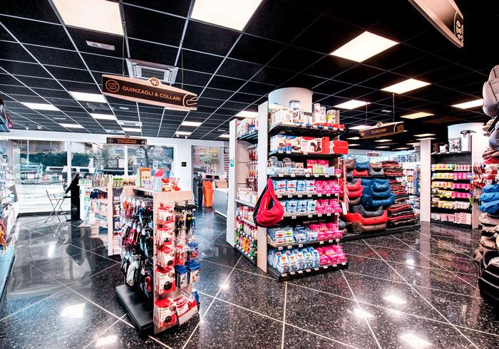 Nicolis Project | in-store digital communication etichette-elettroniche-petshop-2 Il nuovo negozio per animali Giulius Demas installa le etichette elettroniche proposte da Nicolis Project