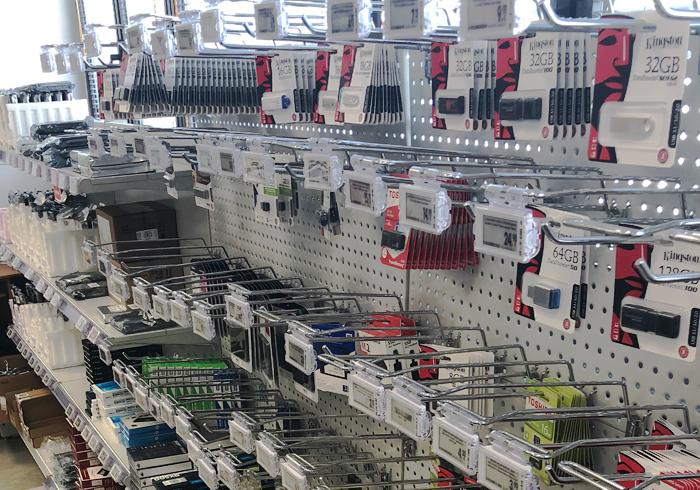 Nicolis Project | in-store digital communication etichette-elettroniche-brevi-4 Digitalizzare la comunicazione in un negozio di informatica? Brevi spa lo fa con le etichette elettroniche Nicolis Project